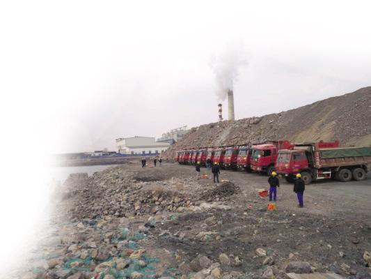 大连湾海底隧道工程干坞子项工程复工。