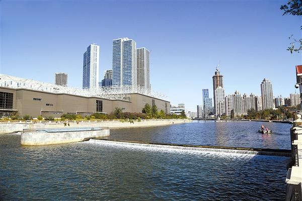 馬欄河經過多年的污水截留、清淤改造、兩岸綠化等治理工程,現如今成為城市中的一條景觀河流。本報記者王華